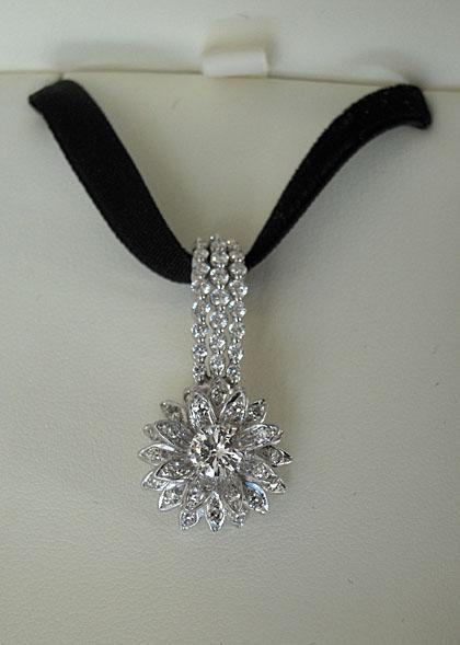 Gigi Diamond pendant in box
