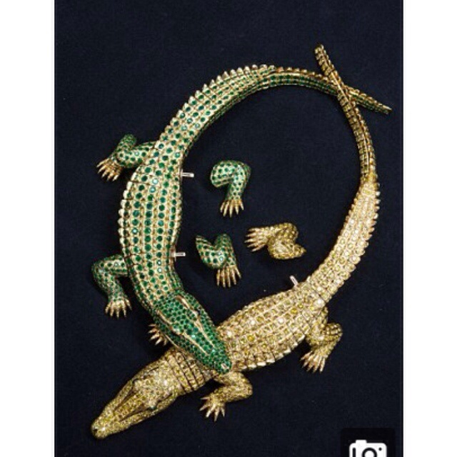 Crocodile necklace made for Maria Felix in 1975, weighs more than 126 carats.