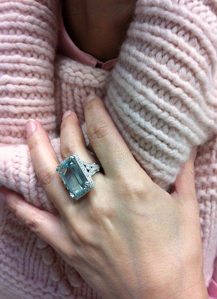 Diva 18 carat Aquamarine and diamonds ring