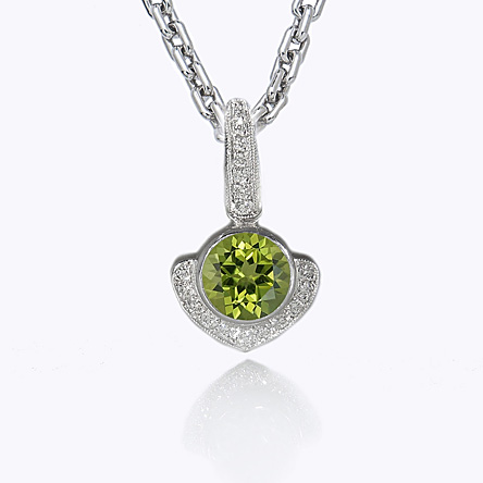 Big Kiss Peridot necklace