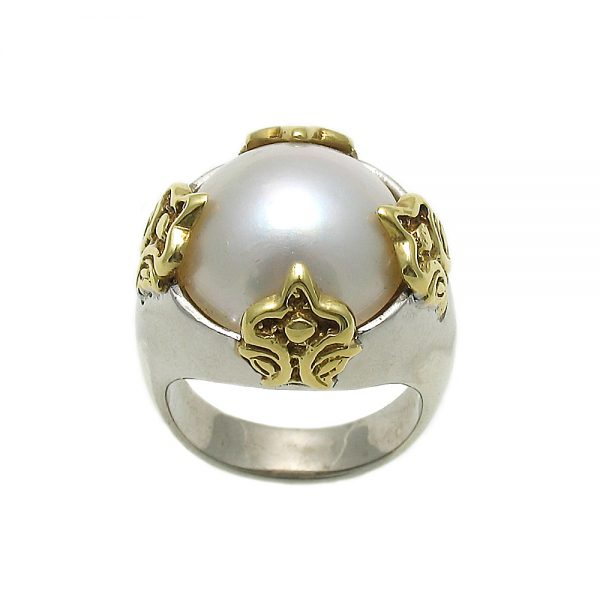Fluer Mabe Pearl Ring in 18K Yellow Gold Side View