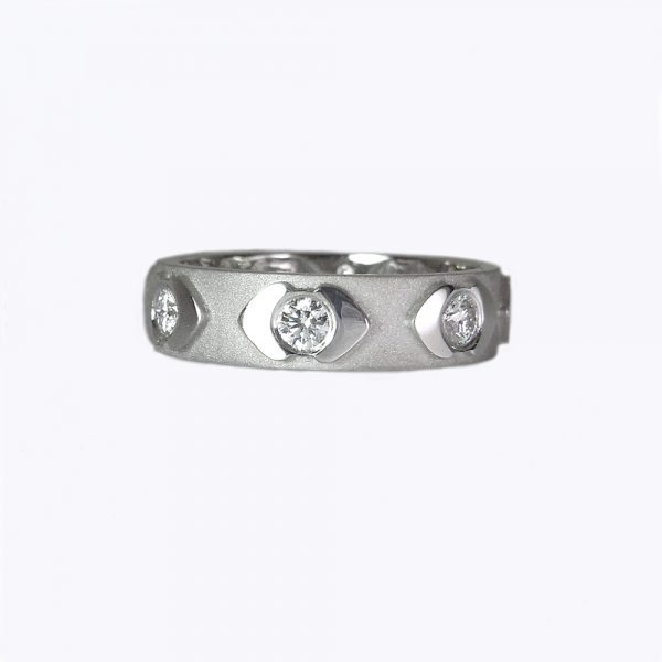 Kisses Diamond eternity band side view