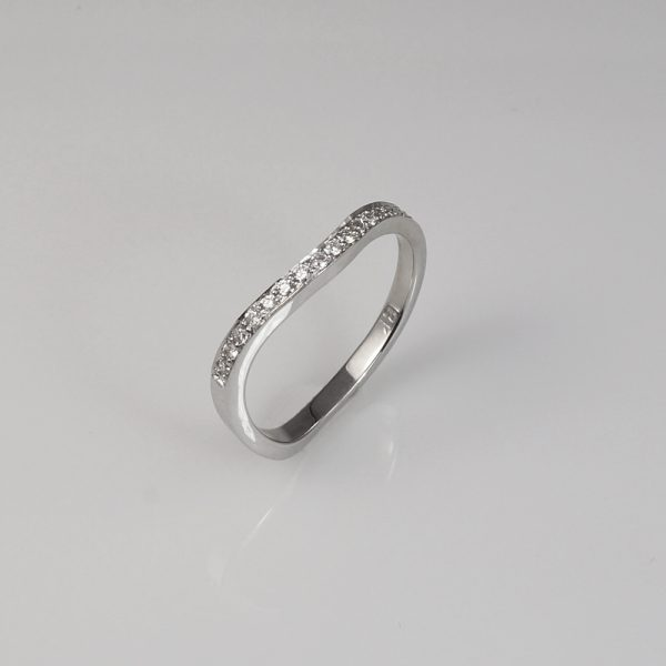 Madelign wedding band side view