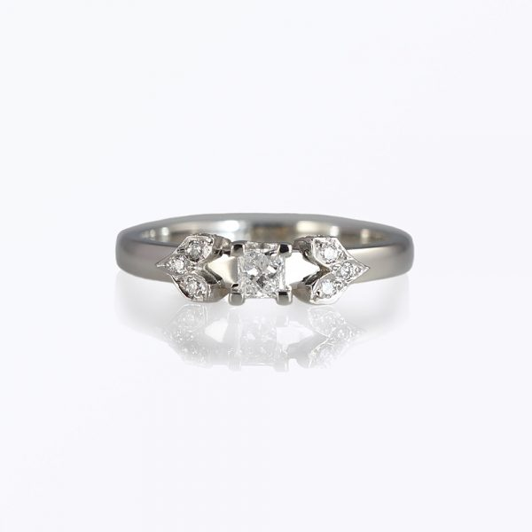 Joia wedding ring by Cynthia Britt is the matching ring to Joia engagement ring