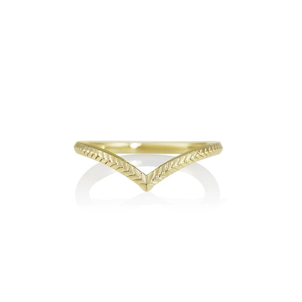 96a907d7ae Textured Yellow Gold V-Ring | Cynthia Britt